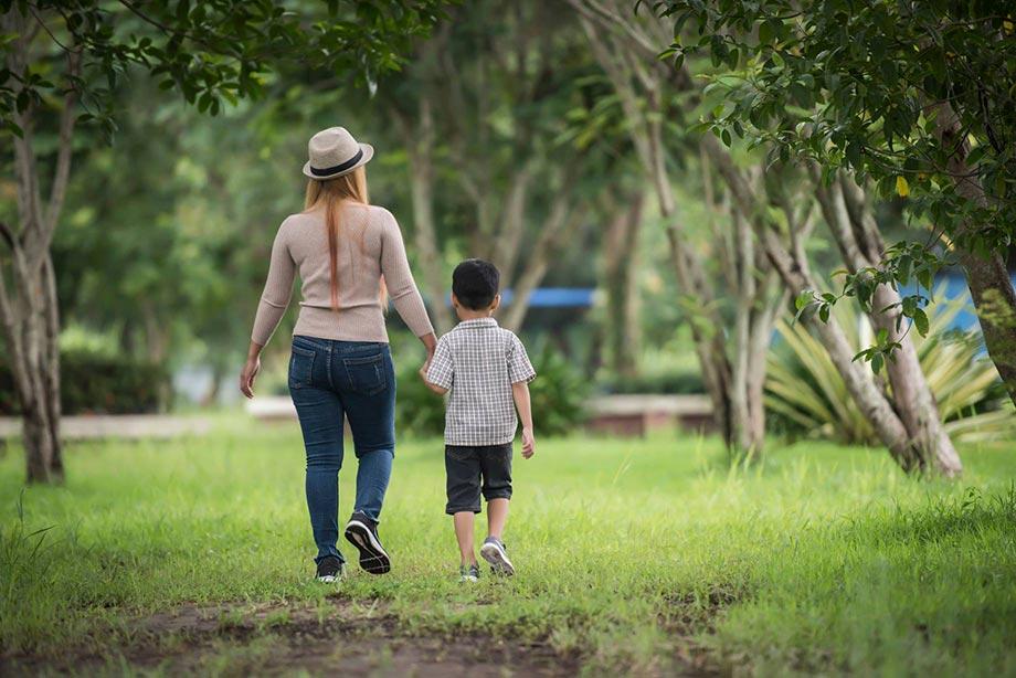 Mano nella mano con tuo figlio, verso il futuro